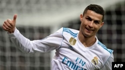 L'attaquant portugais du Real Madrid, Cristiano Ronaldo, lors du match de football du Real Madrid CF contre le Borussia Dortmund au stade Santiago Bernabeu de Madrid, 6 décembre 2017.