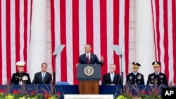 Tổng thống Barack Obama phát biểu tại Đài tưởng niệm của Nghĩa trang Quốc gia Arlington, Virginia, ngày 30 tháng 5 năm 2016.