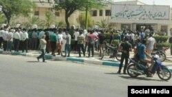 تجمع اعتراضی مردم آبادان مقابل فرمانداری در اعتراض به نبود آب آشامیدنی سالم