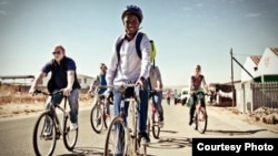 Jeffrey Mulaudzi leads a bike tour in Alexandra, Johannesburg. (Photo courtesy Jeffrey Mulaudzi)