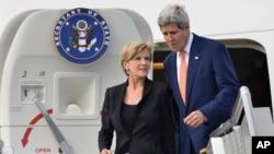美國國務卿克里8月11日抵達澳大利亞悉尼,澳大利亞外長畢曉普接機