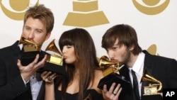 ວົງ Lady Antebellum ທີ່ໄດ້ຮັບລາງວັນ Grammy ເຖິງ 5 ລາງວັນດ້ວຍກັນ ຮວມທັງ Record of the Year ທີ່ສູງສຸດ.