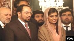 افغان امن کونسل کے سربراہ صلاح الدین وزیر خارجہ حنا ربانی کھر کے ہمراہ