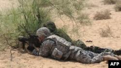 Des soldats indiens et américains lors de l'exercice militaire Yudh Abhyas à Mahajan, dans le secteur du Rajasthan, le 13 mars 2012.