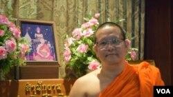 Phramaha Napan Santipattho, Assistant Abbot, Wat Saket (The Golden Mount Temple), Bangkok, August 1, 2014, (Steve Herman/VOA).