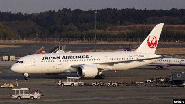 Boing 787 Drimlajner japanske kompanije JAL na međunarodnom aerodromu Narita, kraj Tokija