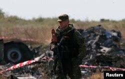Chuyến bay MH17 của hãng Malaysia Airlines bị bắn rơi hồi tháng 7 bởi những phần tử đòi ly khai thân Nga gần biên giới Ukraine, giết chết toàn bộ 238 người trên máy bay.