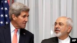 جان کری وزیر خارجه ایالات متحده (چپ) و محمدجواد ظریف وزیر امور خارجه ایران - آرشیو