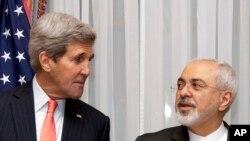 Waziri John Kerry (L) na Mohammad Javad Zarif