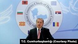 레제프 타이이프 에르도안 터키 대통령이 11일 행한 연설에서 ISIL 대원 3천여 명을 사살했다고 발표하고 있다.
