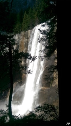 Water drops 90 meters over Vernal Fall onto the Merced River in Yosemite National Park.