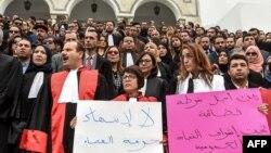 Des juges tunisiens devant le tribunal de Ben Arous, Tunis, le 1er mars 2018