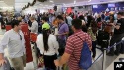 佛羅里達州勞德代爾堡機場槍擊案發生後機場交通陷入混亂