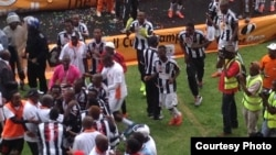 FILE: Highlanders players captured after receiving the Easycall Cup at Barbourfields Stadium. (Courtesy: Ezra Sibanda)