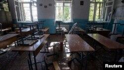 2014年10月1日乌克兰东部顿涅茨克在炮击中损坏的教室