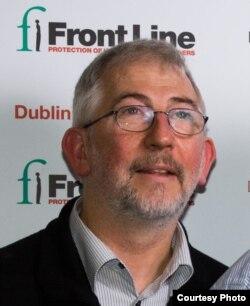Trưởng ban truyền thông của Front Line Defenders Jim Loughran.