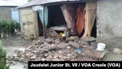 Esta casa se derrumbó en Fort-Liberte, en el noreste de Haiti, tras el paso del huracán Irma. Sept. 7, 2017. Foto Jaudelet Junior, colaborador de VOA en Haití.