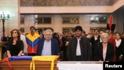 Shuwagabannin kasashen kudancin Amurka a bakin akwatin gawar shugaba Hugo Chavez.