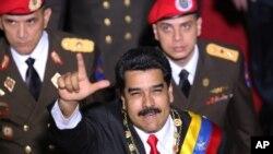 Tổng thống Venezuela Nicolas Maduro đã mạnh mẽ chỉ trích các lệnh hạn chế này.