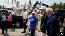 美國總統川普在颶風艾瑪襲擊佛羅里達州後,到該州探訪災民。
