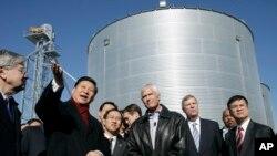 2012年2月16日,时任中国国家副主席的习近平访问爱奥华州一处家庭农场。