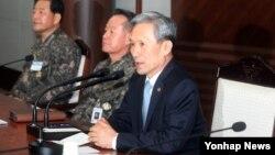 김관진 한국 국방장관이 4일 용산구 국방부에서 열린 하반기 전군 주요 지휘관 회의에서 모두발언을 하고 있다.
