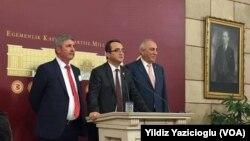 Anayasa Mutabakat Komisyonu'nun dağılmasının ardından konuşan CHP milletvekilleri