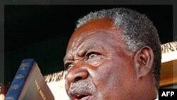 Tổng thống Sata đã hứa, trong khi vận động tranh cử, sẽ ủng hộ quyền của công nhân, nhất là chống sự lạm dụng của các công ty Trung Quốc