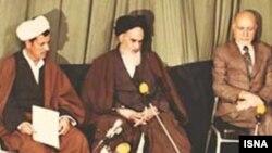هاشمی رفسنجانی حکم خمینی برای تشکیل دولت موقت را خواند