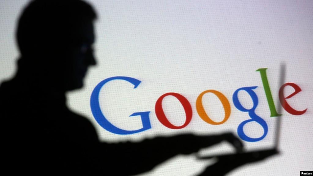 Bóng của một người đàn ông và logo của Google.