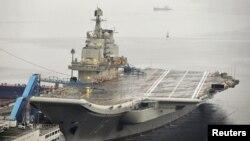 Первый в составе ВМФ КНР авианосец «Ляонин» (архивное фото)