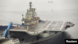 지난달 25일 출항한 중국의 첫 항공모함 '랴오닝' 호. (자료 사진)