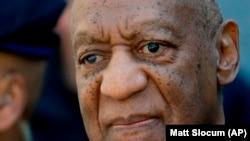 Actor Bill Cosby à saída do tribunal em 26 de Abril de 2018