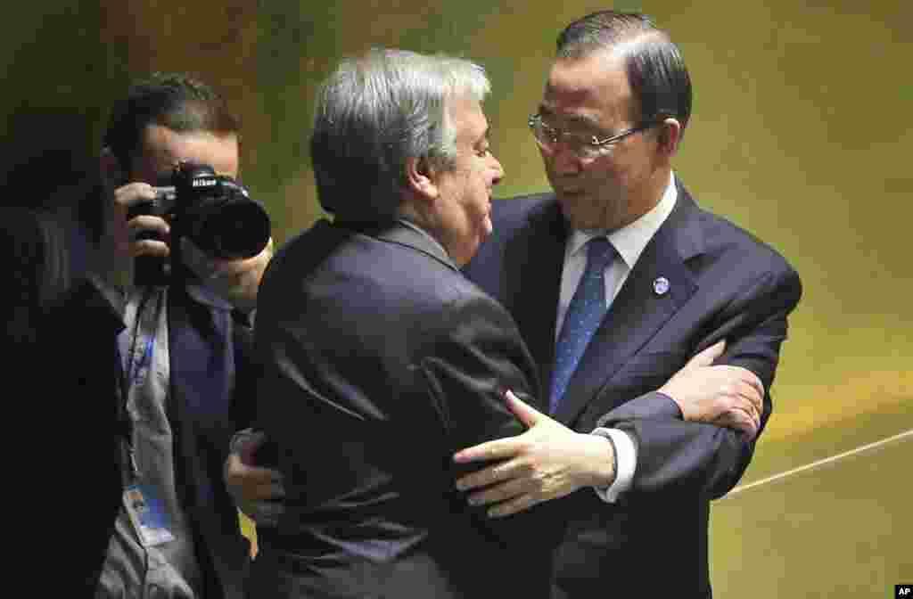 Eski Birleşmiş Milletler Genel Sekreteri Ban Ki-Moon ve yeni Genel Sekreter Antonio Guterres