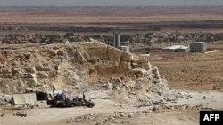 Позиції лівійських повстанців неподалік міста Бір аль-Ганам у західному районі країни