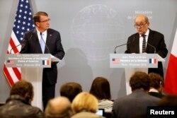 Trong cuộc họp báo chung với Bộ trưởng Quốc phòng Mỹ Ash Carter, Bộ trưởng Quốc phòng Pháp Jean-Yves le Drian cho biết những cuộc không kích đang tiếp diễn đã buộc Nhà nước Hồi giáo phải rút ra khỏi những vị trí mà họ chiếm giữ trước đây.
