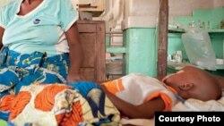 Un enfant atteint de la malaria dans la province du Kasaï Oriental, en RDC, le 3 mars 2015.