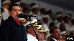 El presidente Hugo Chávez ha sido duramente criticado por los opositores por un escaso incremento salarial en comparación con la inflación.