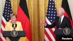 ប្រធានាធិបតីអាមេរិកលោក Joe Biden និងអ្នកស្រី Angela Merkel អធិការបតីប្រទេសអាល្លឺម៉ង់ថ្លែងក្នុងសន្និសីទព័ត៌មានរួមគ្នាមួយនៅសេតវិមានក្នុងរដ្ឋធានីវ៉ាស៊ីនតោនកាលពីថ្ងៃទី១៥ ខែកក្កដា ឆ្នាំ២០២១។