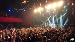 Le musicien britannique Sting donne un spectacle pour la réouverture du Bataclan à Paris, France, le novembre 12 2016.
