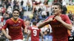 Klub AS Roma, Italia hanya bermain 0-0 melawan Verona dalam pertandingan hari Selasa (1/5).