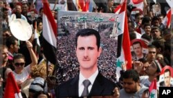 ພວກສະໜັບສະໜຸນ ປ. Bashar al-Assad ໂຮມຊຸມນຸມກັນ ໃນກຸງ Damascus, ຊີເຣຍ, ວັນທີ 26 ຕຸລາ 2011.