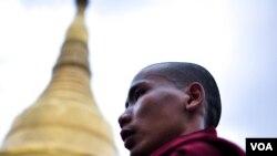 ေရႊ၀ါေရာင္ေတာ္လွန္ေရး ၉ ႏွစ္ျပည့္ အထိမ္းအမွတ္ ၿငိမ္းခ်မ္းေရး ဆုေတာင္းပြဲလုပ္ (မွတ္တမ္းဓါတ္ပံုမ်ား)