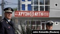 Yunan polisi, Cuma günkü suikastın ardından Altın Şafak Partisi'nin büroları önünde güvenlik önlemlerini arttırdı