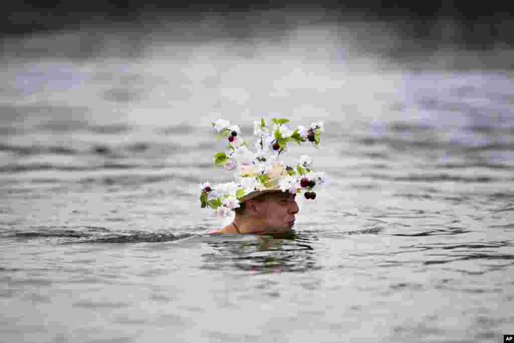A man with a New Year's hat attends the annual New Year's Berliner Seehunde (Berlin Seals) swim at Oranke Lake, Berlin, Germany, Jan. 1, 2014.