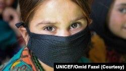 افغانستان کے صوبہ ہرات کے ایک آئی ڈی پی کیمپ کے کمیونٹی اسکول میں زیر تعلیم بچے (فوٹو بشکریہ، یونیسف\ امید فضل)
