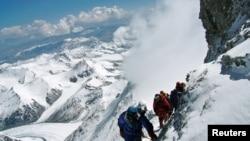 Sekelompok pendaki Gunung Everest.