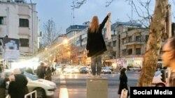 مریم شریعتمداری از «دختران خیابان انقلاب» معترض به حجاب اجباری - آرشیو