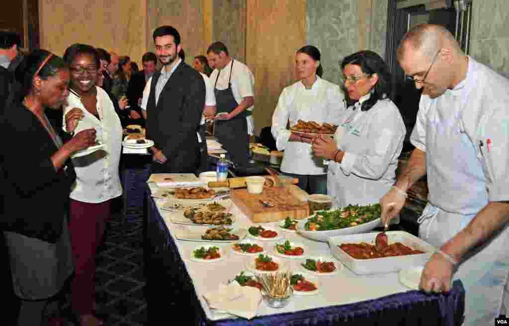 Η σεφ Νταϊάνα Κόχυλας με όλο της το επιτελείο