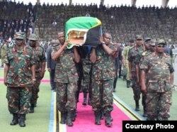 Mwili wa Hayati Magufuli ukwasili Uwanja wa Uhuru Jijini Dar es Salaam. Picha na Ikulu.
